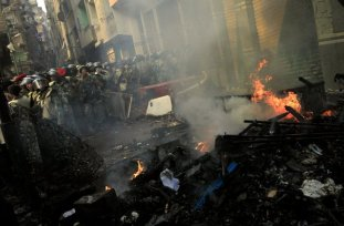 mideast-egypt-muslims burn church