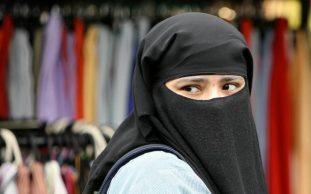 headscarf-large_trans++ek9vKm18v_rkIPH9w2GMNtm3NAjPW-2_OvjCiS6COCU