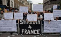 muslims-protest-in-france-700x422