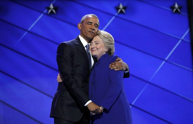 barack-obama-hillary-clinton-hug-photoshop-battle-56